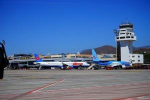 airport-375442_640